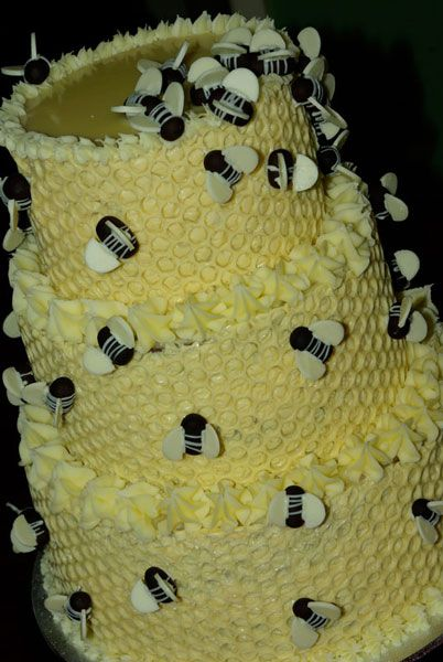 Bee hive 'Cakes by Nat' for birthday party