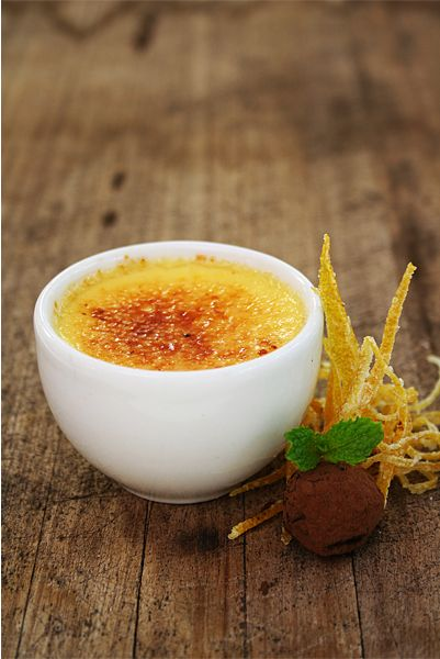 Delicious creme brulee - the perfect dessert for Valentine's Day!