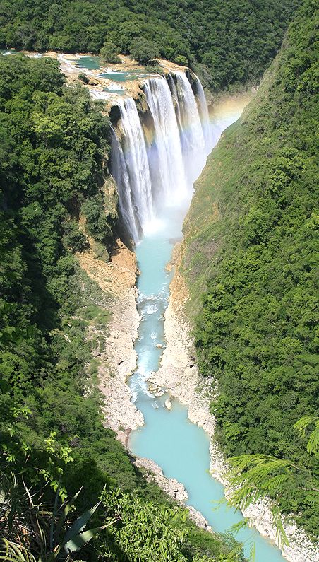 The Tamul Waterfall is the highest waterfall in San Luis Potosi, measuring 345 feet in height; it is formed by River Gallinas, with its rapids falling on River Tampaón.