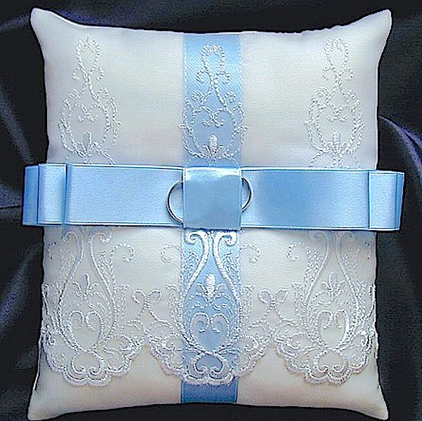 ateliersarah's ring pillow/オーガンジーのレースと水色のリボン