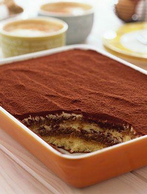 Eredeti olasz tiramisu -  Hozzávalók:  3 tojás 250 g mascarpone 3 evőkanál cukor 1 rúd vanília 2 csomag babapiskóta 3 dl kávé kakaópor 1 dl amaretto