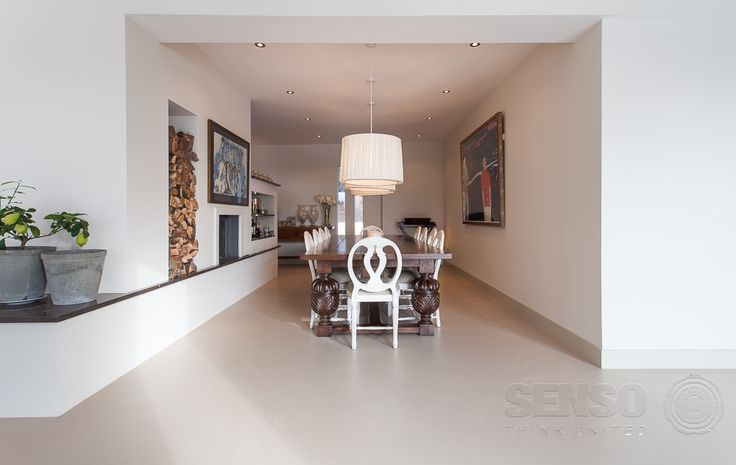 Love how the Senso resin floor unites the cooking, living and dining spaces of this home - totally seamless.
