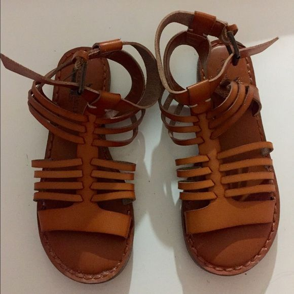 AEO Huarache Sandal Like new American Eagle sandals. Faux leather American Eagle Outfitters Shoes Sandals