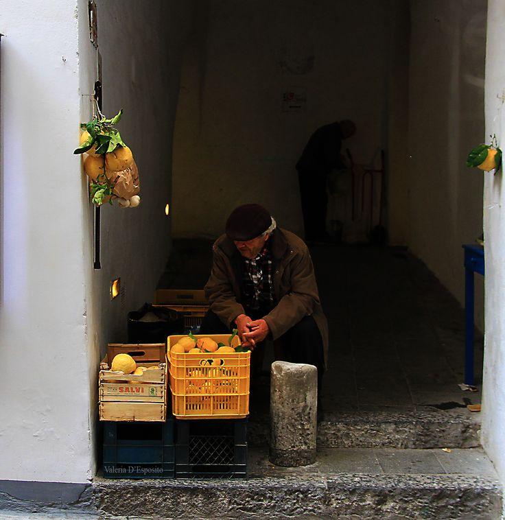 Una giornata di primavera in costiera: pranzo a L'incanto, il panorama dal Sentiero degli Innamorati, un caffè ad Amalfi e i dettagli romantici del fiordo Di Furore, sulle orme degli amanti Anna Magnani e Roberto Rossellini. Il mio post con tante foto qui http://www.pizzocipriaebouquet.com/un-caffe-ad-amalfi-e-un…/ #lemon