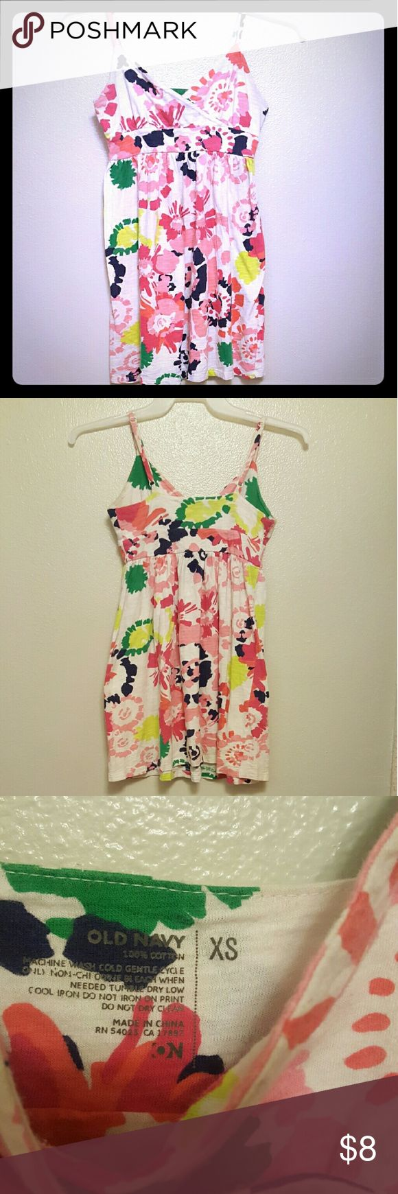 Old Navy floral sundress Adorable cotton sundress from old Navy. Worn several times because it is so comfortable to jus get up and go in! Getting too tight now. 😢 Old Navy Dresses Midi