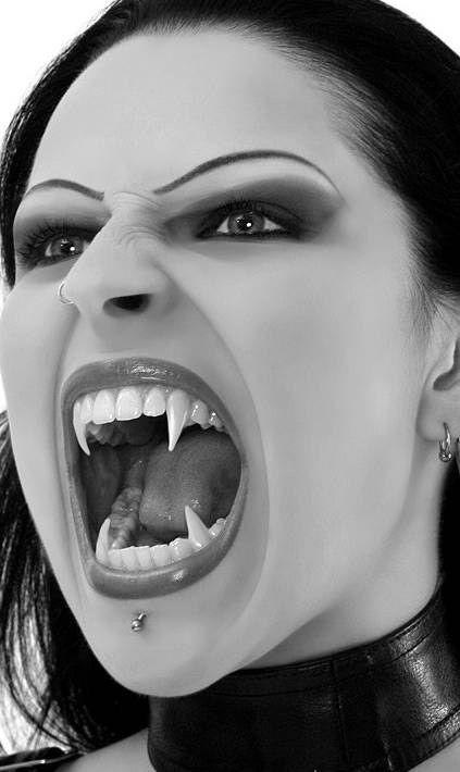 Gothic Women Culture | Styles of Goth fashion: vampire Goth