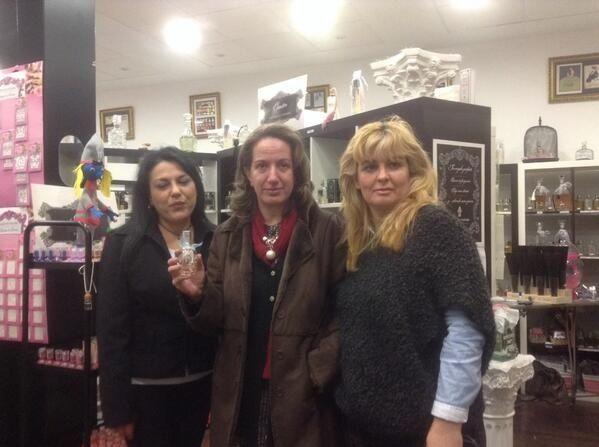 Comenzamos la semana recordando la visita de Ana Zuarzo. Bazar Me Lo Pido también quiso venir a diseñarse su perfume. feliz lunes # bazarmelopido