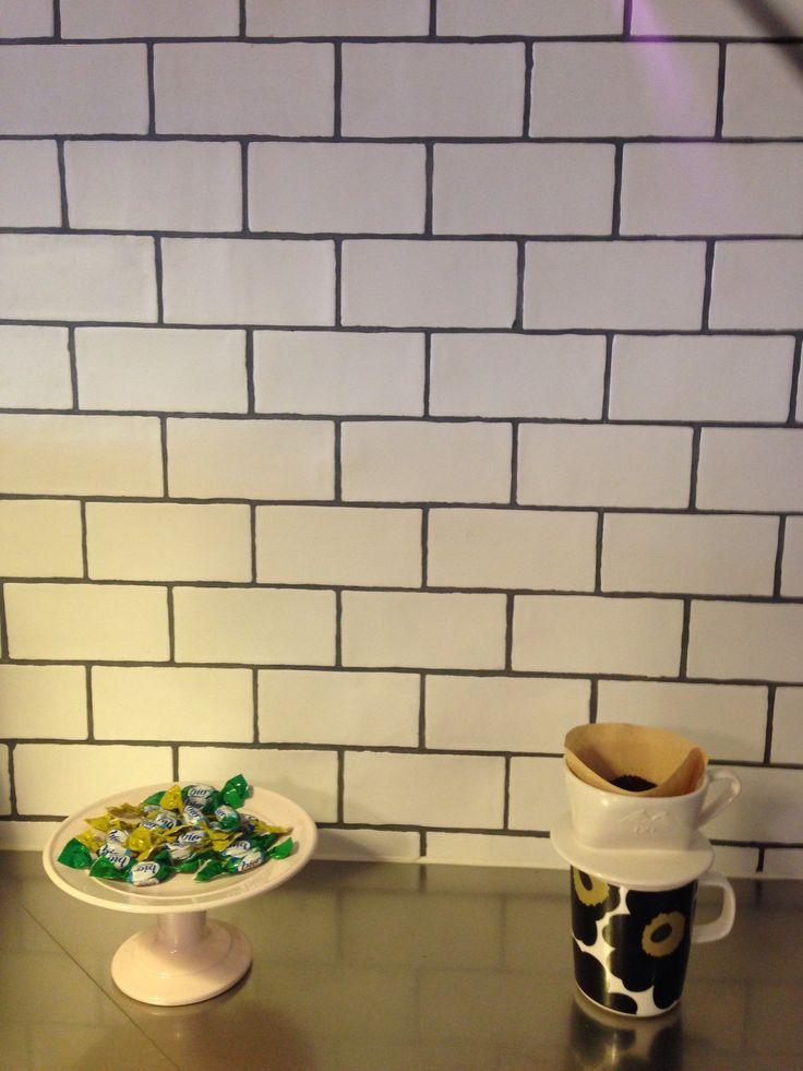 平田タイルのWaverの魅力は、 手づくり感を演出したラフな輪郭