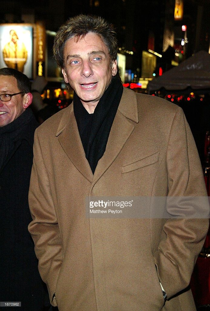 Barry Manilow arrives for the Baz Luhrmann production of Puccini's La Boheme to benefit The Robin Hood Foundation at the Broadway Theater December 3, 2002 in New York City.