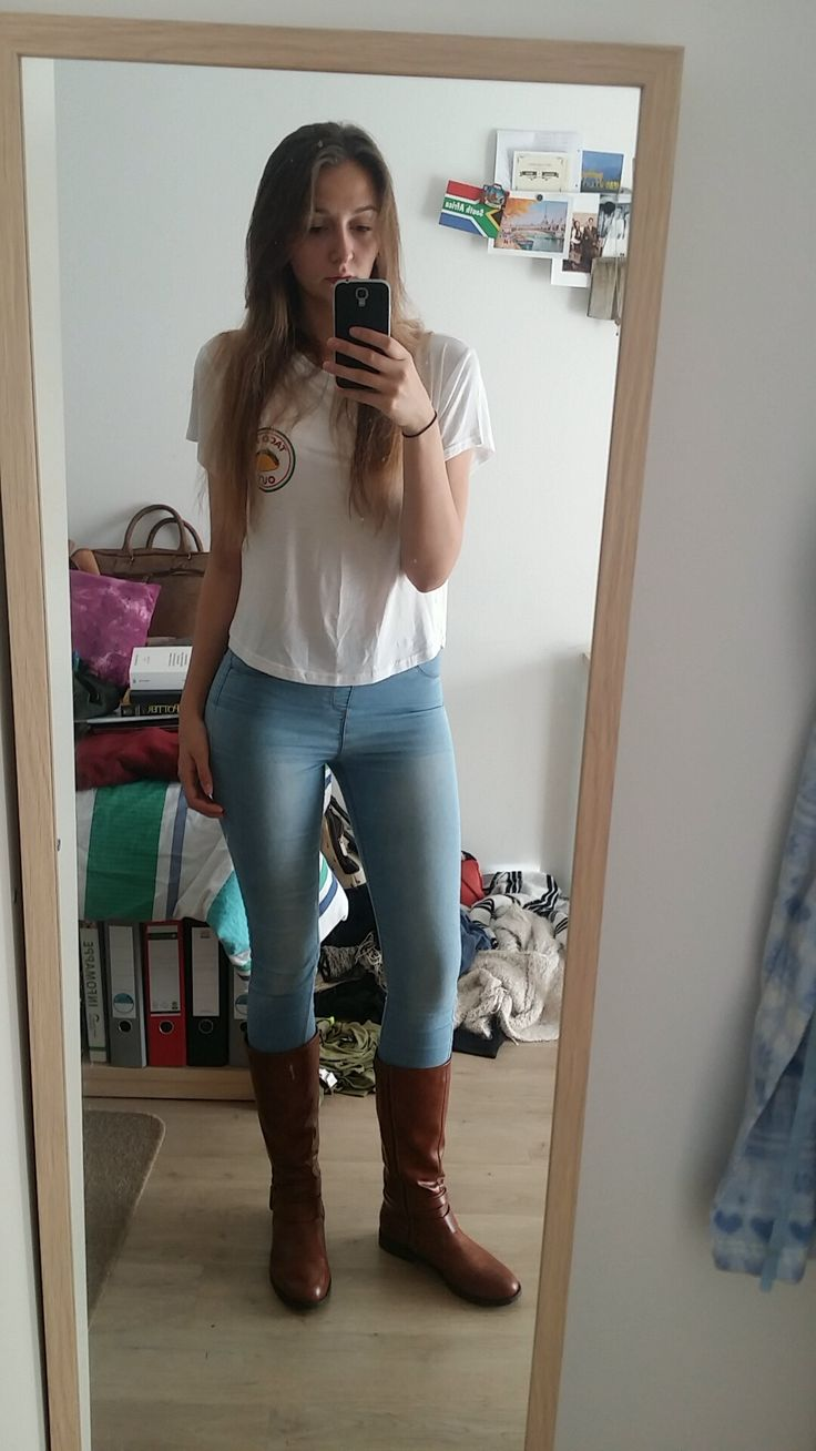 - Casual Outfit for women - Brown harvest boots, blue skinny jeans, casual white top, long hair