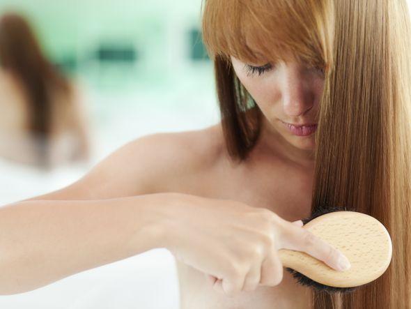 Haarausfall ist ein Problem, unter dem Frauen wie Männer leiden. Schüssler Salze helfen auf natürlichem Wege dabei, übermäßigen Haarverlust zu stoppen und geben dem Haar gleichzeitig Kraft und Volumen. Lesen Sie hier, welche Schüssler Salze bei Haarausfall geeignet sind.