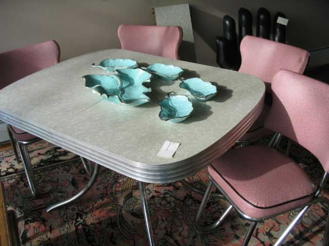 best Vintage TablesWant!  on Pinterest  Retro table