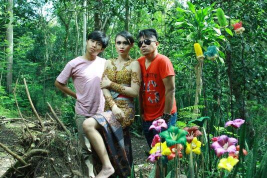 Photoshoot for Majalah Kebaya Indonesia. Ajung - Kristie - Fei at Wanagama Forest