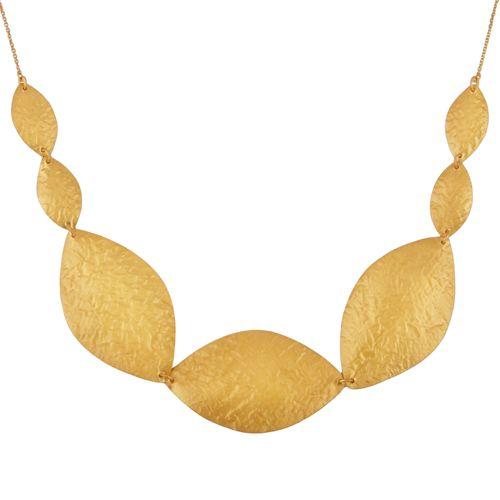 Stor og smuk halskæde med små og store blade med banket overflade. Et ekstravagant halskæde perfekt til hverdag eller som accesory til festkjolen. 2199 kr.