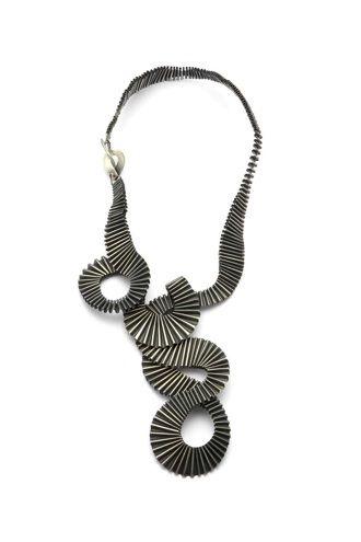 Marina Massone - Panal / Chapa delgada de bronce bañado en plata sulfurada / Plegados y curvados sobre chapa delgada/ 17cm x 40cm x 2 cm