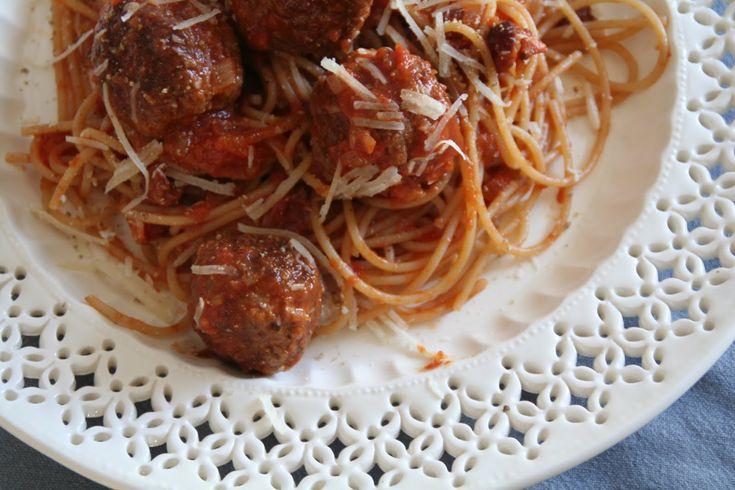 """Kjøttkaker eller heller """"spaghetti and meatballs"""""""