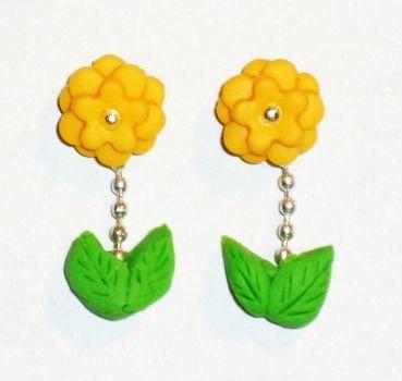 Ohrstecker Blume gelb klein handgemacht aus Sculpey Edelstahl Neuware