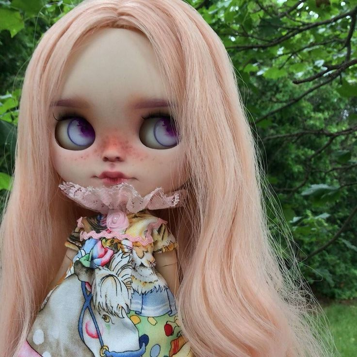 Ally  customized by @unniedolls  Loving how prettily the pink lace collar frames her face! And these chips are gorgeous!  #eenieq #blythe #blythestagram #doll #dollfashion #dollphotography #dollstagram #toyphotography #blythedress #ootd #sewingsfordolls #artdoll #sewing #sewinglove #sewingaddict #customblythe #unniedolls #circus #carousel #pink #handmade #instadoll #kawaii #dollcollector #blythedoll #customblythe #creativelife #instamood #lovethelittlethings