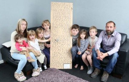 Läs om pappan som hittat ett hjärtskärande brev från sin döda dotter. http://blog.myheritage.se/2014/06/pappa-hittar-hjartskarande-brev-fran-sin-doda-dotter/  Fotokälla: Caters News Agency