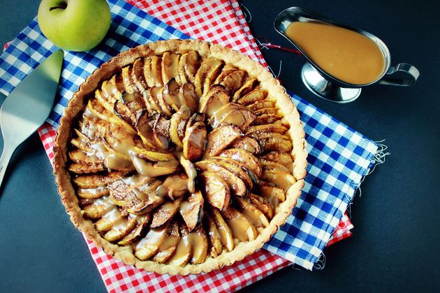 Divine Apple Tart With Caramel Sauce