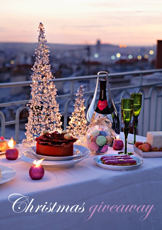 Rooftoop holiday fete: Christmas Parties, Christmas Dinners, Paris, The Holidays, Romantic Dinners, Christmas Tables, Balconies, Merry Christmas, New Years