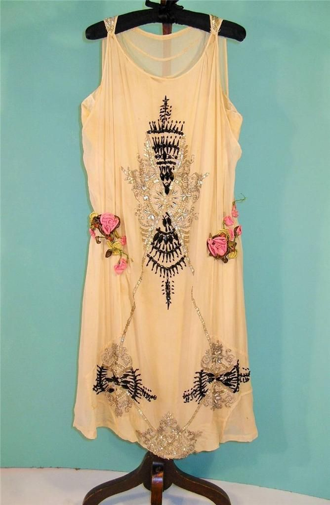 1920S BEADED SILK GEORGETTE FLAPPER DRESS