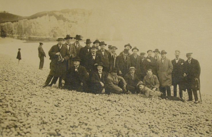 Belgian government in exile WW1, on the beach, Normandy http://www.normandythenandnow.com/sainte-adresse/