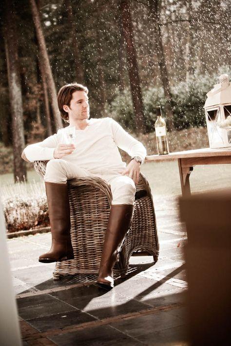 De Escala is een echte klassieker. Duurzaam, tijdloos mooi en gemaakt van het beste natuurlijk gelooide kalfsleer. Deze herenlaarzen hebben een hoge schacht en zijn onverwoestbaar dankzij de ingenaaide zooldelen. Deze herenlaarzen zijn tevens geschikt als paardrijlaarzen. #Bootsandwoods