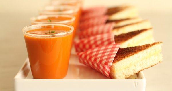 Bicchierini stracchino e pomodoro , accompagnati da un toast , morbidoso e cicciotto. Si preparano in 5 minuti e si sfruttano in tutte le oc...