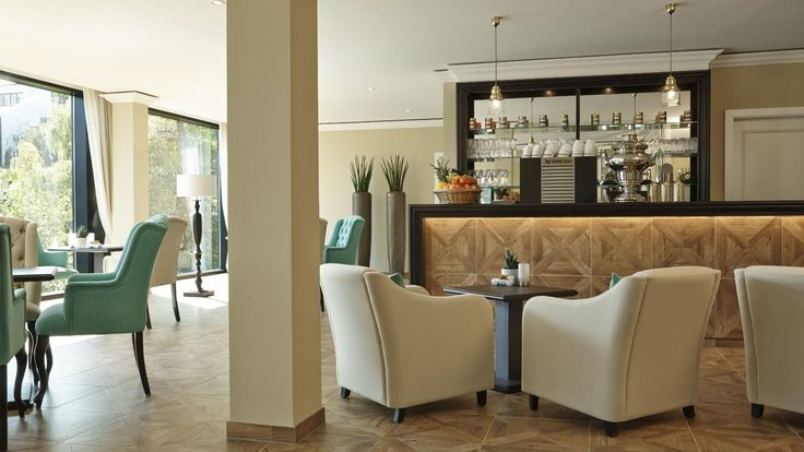 LOUNGES & BARS