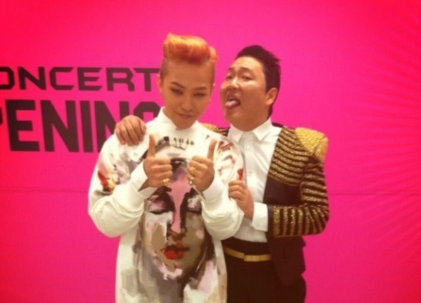 awesome PSY reveals G-Dragon's wardrobe malfunction on Twitter