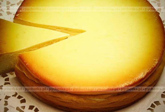 Znakomite wypieki warte świątecznego stołu. Sernik po mojemu. Skład: ser, rodzynki, żółtka.