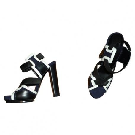 Sandales a talons BALENCIAGA Noir taille 36 FR en Cuir Toutes saisons - 376564  http://fr.vestiairecollective.com/sandales-a-talons-balenciaga,1.shtml    vestiaire collective