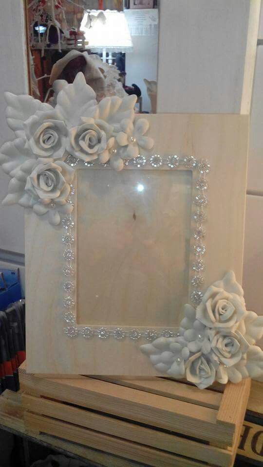 Cornice con rose in fommy
