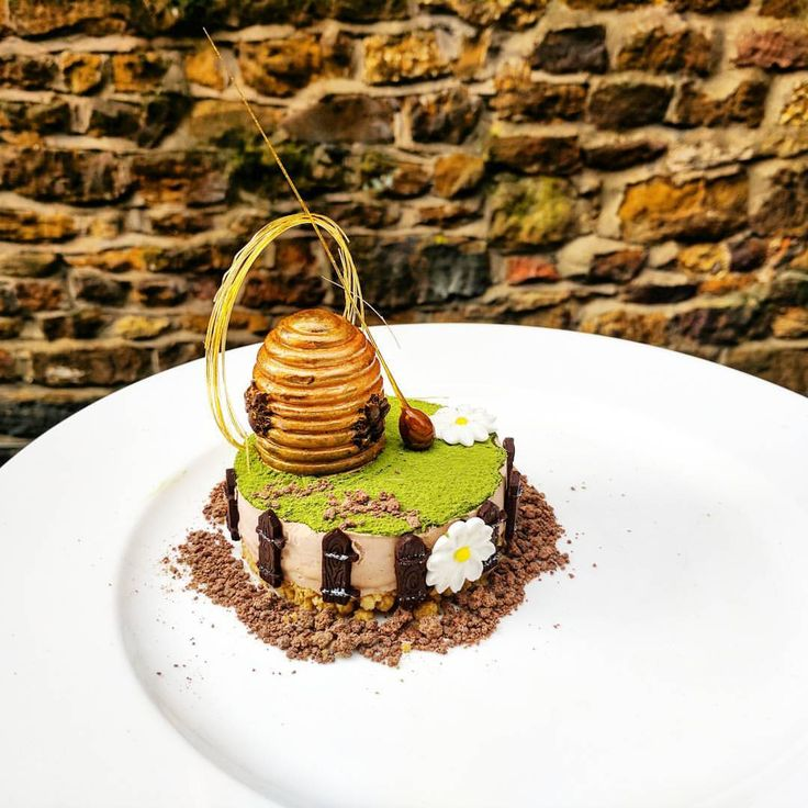 90 mentions J'aime, 3 commentaires – Porcelain Canvas (@porcelaincanvas) sur Instagram : « Chocolate hazelnut and honey cheesecake, matcha and honey cream  By @a_k_art_inc  Use the hashtag… »