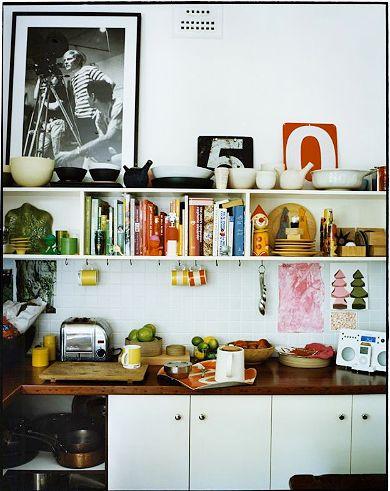 More killer yang-active open shelving for creative kitchen experiences. (via tabletonic)