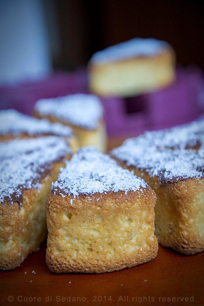 Fette di torta al cocco e crema gianduia, morbide, semplici e golose fette di torta al cocco e crema gianduia, per una buona merenda genuina, adatte ad una sana alimentazione dei ragazzi.