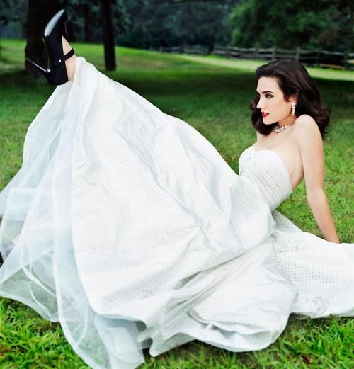 Jennifer Connelly...great way to show off the wedding shoes