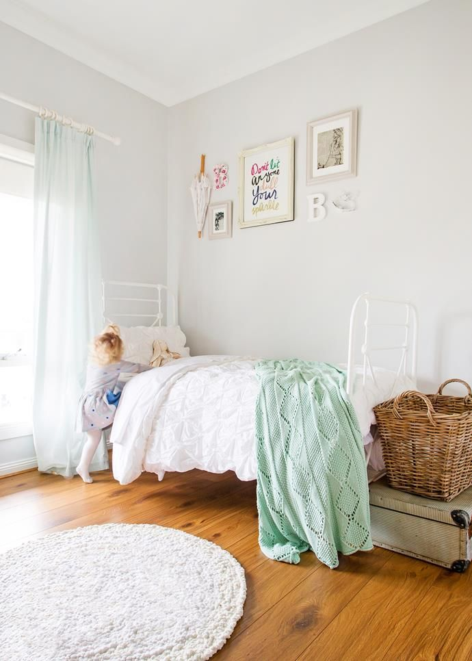 Cozy childrens room with mint details.   Photographer: Katherine Jamison    Homes+