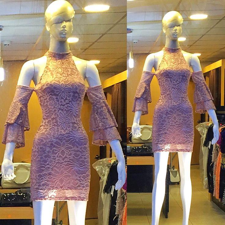 Vestido de randa manga acampanada, #design #designer #fashion #fashionista #moda #model #ropa #vestido #trend #trendy #tendencia #quito #ecuador #descuentos #boutique #blusas #flaresleeve