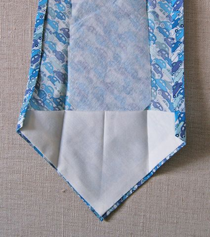 Help for sewing men's ties, just what Chinelo needed in last year's Final challenge. Tutorial with free pattern to sew a man's tie