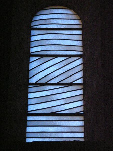 Vitraux de l'abbatiale Sainte Foy, Conques, Pierre Soulages et Jean Dominique Fleury (1987-94)