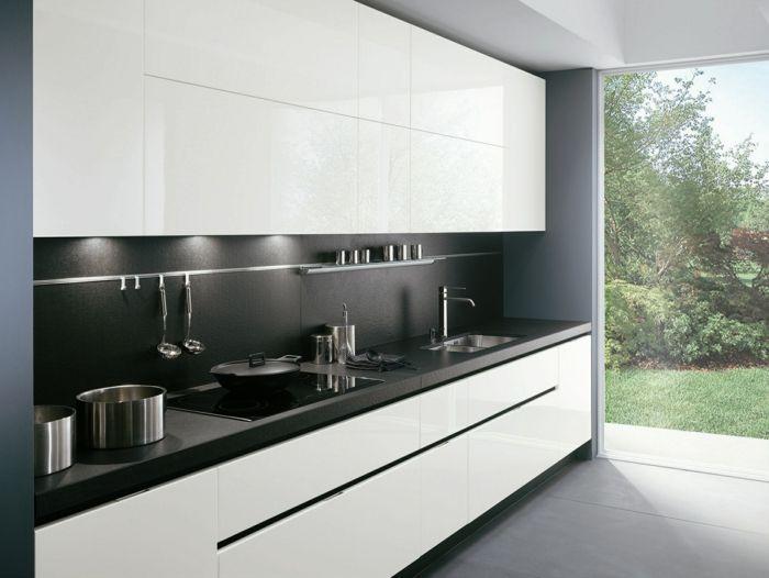 meubles de cuisine laqués dans la cuisine blanche