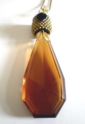 Embellished vintage glass bottle stopper pendant by Etelage. Make me in #vintage #embellishmnet #masterclass by Raphael