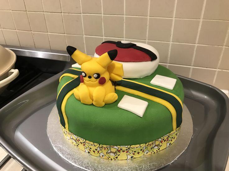 Pokémon Go cake Pikachu poke ball