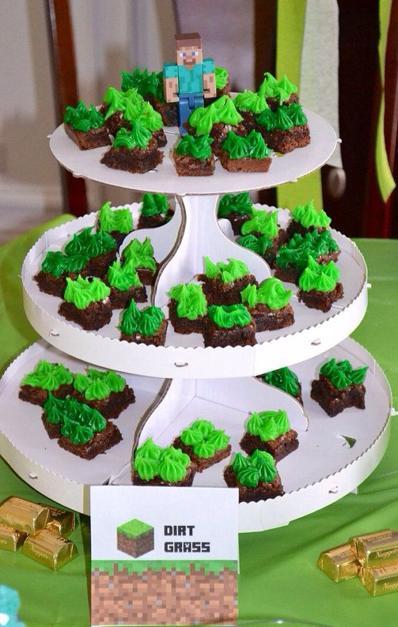 Minecraft food - super cute and easy dirt grass brownies!!!  Minecraft Birthday Party Printables! Signs, tags, toppers, drink labels & more! Lots of Minecraft party supplies, too! by MinecraftPartySolved #mincraftparty #minecraftprintables #minecraftbirthday
