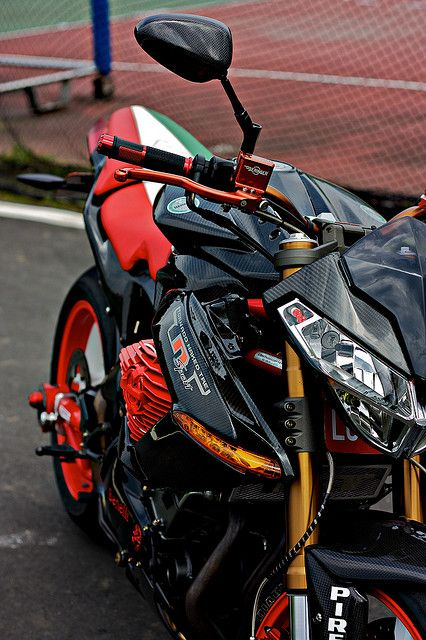 Benelli TNT 1130 sport evo by 布魯克 on Flickr.    My god that is just sensual