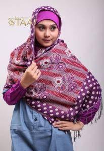 Jilbab Pasmina terbaru dari http://houseoftaaj.com