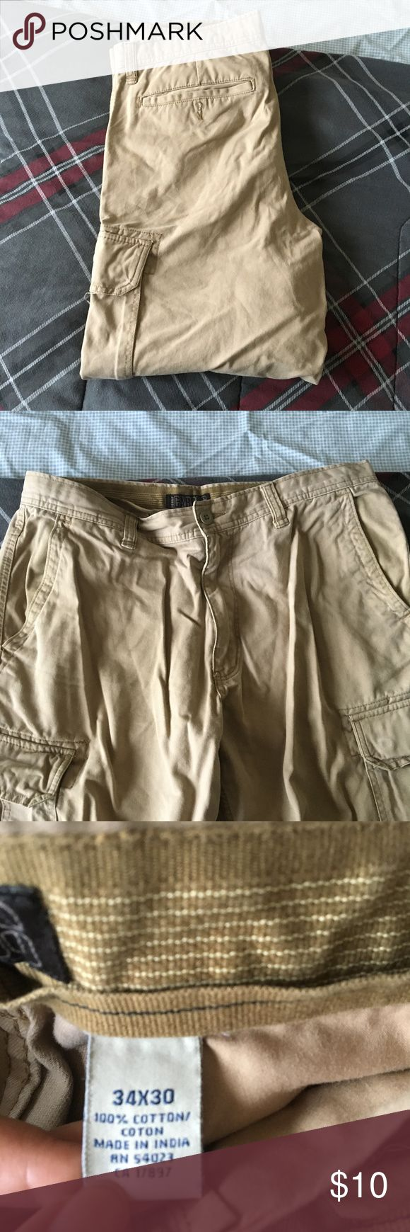 🌴MENS🌴 Cargo Pants Size 34x30 Great condition cargo pants with multiple pockets. Old Navy Pants Cargo