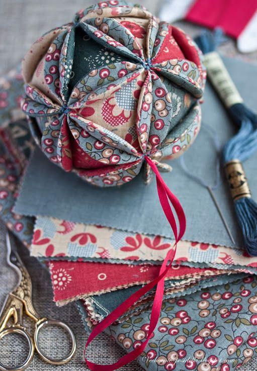 fabric Christmas ball tutorial